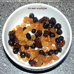 IJs met vruchtjes