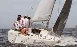 J/24 sailing upwind