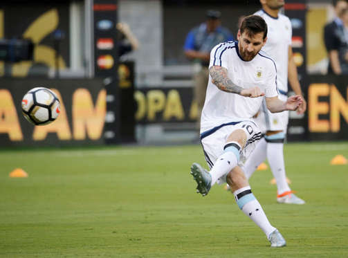 Argentina's Lionel Messi warms up before the Copa America Centenario championship soccer match between Argentina and Chile, Sunday, June 26, 2016, in East Rutherford, N.J. (AP Photo/Julio Cortez)