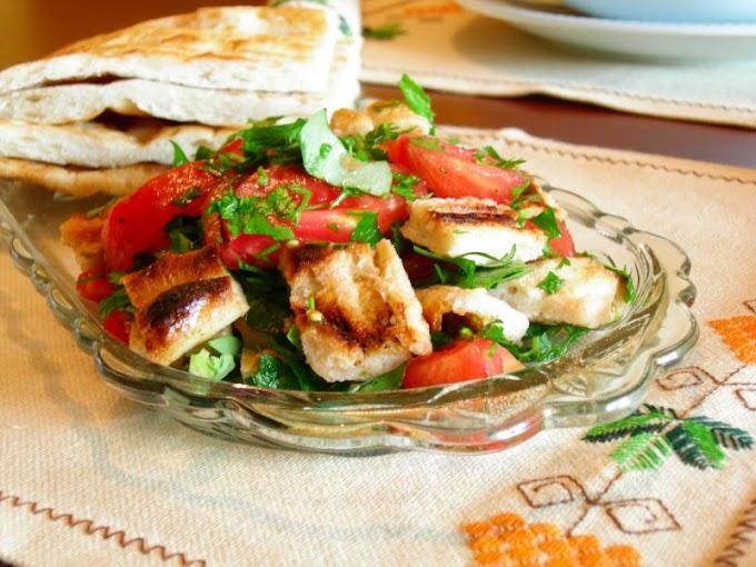 Lübnan Ekmeği (Pita) ve Domates Salatası