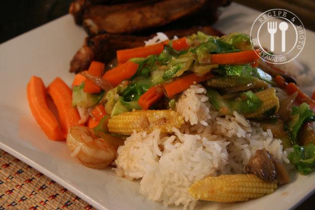 Eet met rijst.