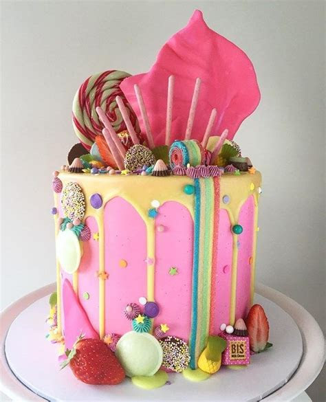 22 visually superb drip wedding cakes   Single Tier Cakes