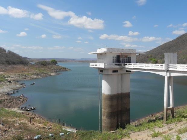 Açude Engenheiro Ávidos, em Cajazeiras, está com 15% da capacidade (Foto: Taiguara Rangel/G1)