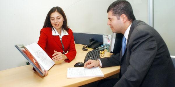 En ocasiones, las hojas de vida son rechazadas por falta de documentos, porque el aspirante no sabe inglés o porque tiene problemas de comunicación.