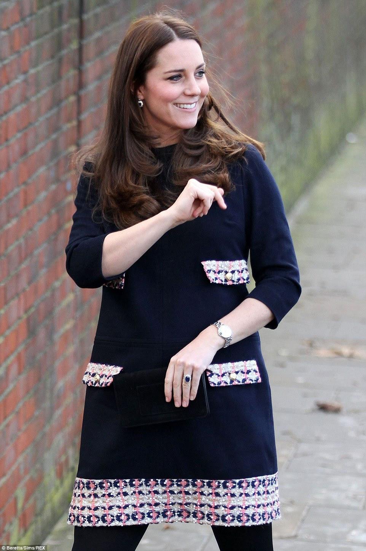 Księżna Catherine w Szkole Podstawowej w Londynie / Książę Harry w St James Palace.