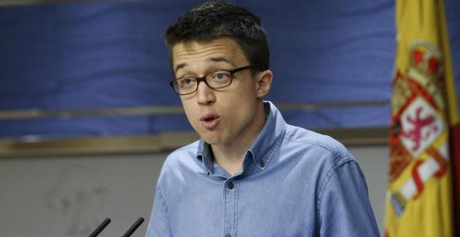 El portavoz de Podemos, Iñigo Errejón, durante su comparecencia en rueda de prensa, tras la reunión de la Junta de Portavoces del Congreso de los Diputados. EFE/Sergio Barrenechea