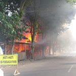 Dua Warung Makan dan Tempat Tes Psikologi Pembuatan SIM Polres Palopo Terbakar
