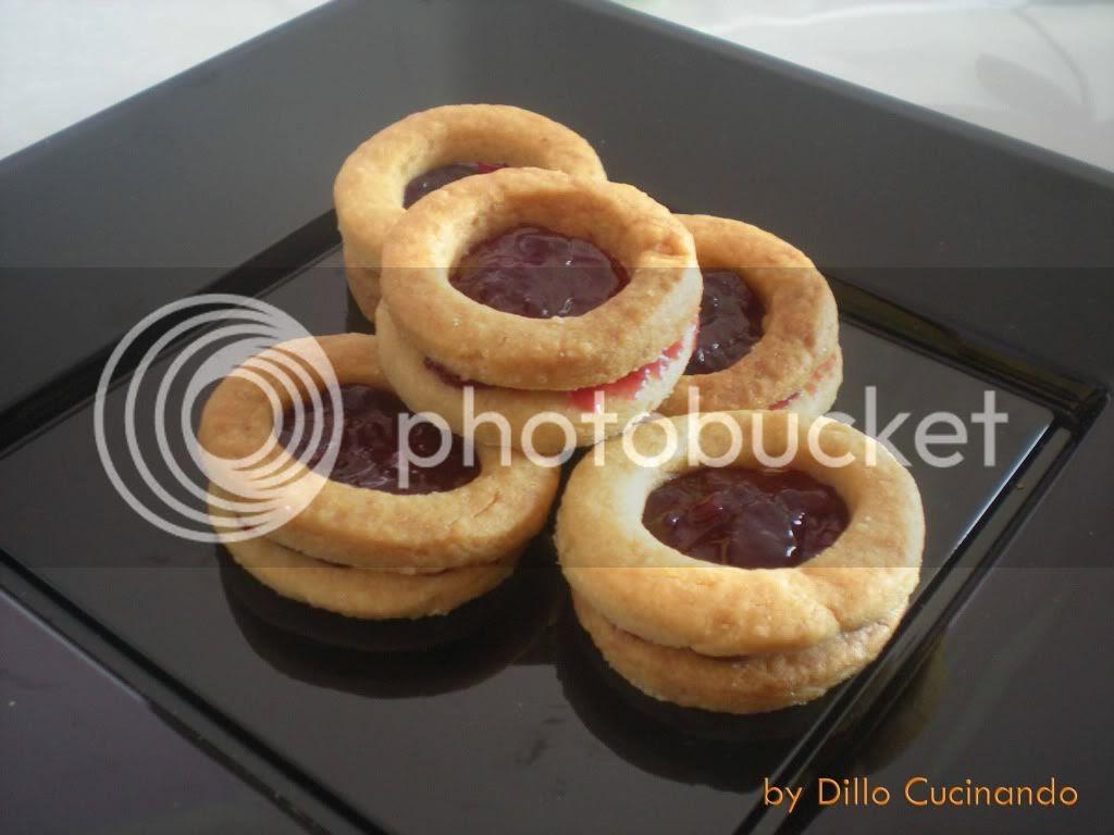 Biscotti frollini con marmellata di visciole