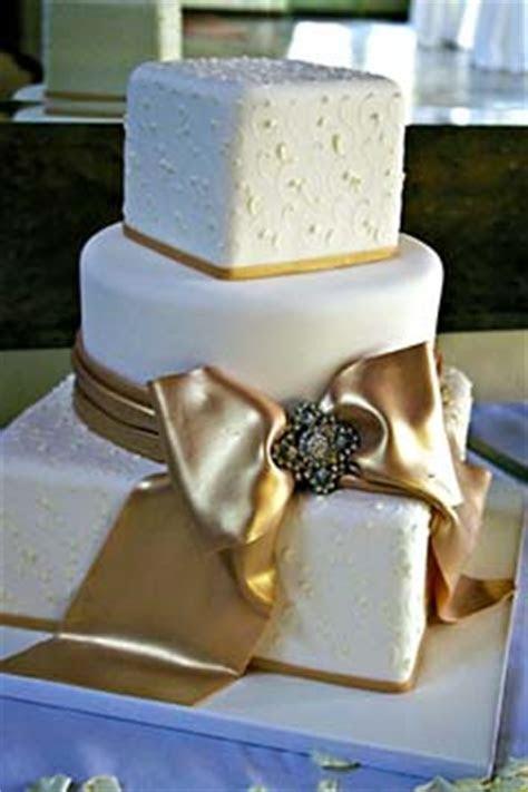 Gold Cakes & Luxurious Wedding Cakes