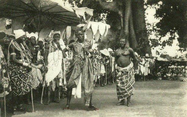 File:The célébration at Abomey(1908). - Dance of the Fon chiefs.jpg