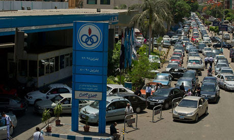 Cairo fuel shortages have prompted long lines at petrol stations. Egypt is facing an economic crisis stemming from its continued alliance with the imperialist states and their allies. by Pan-African News Wire File Photos