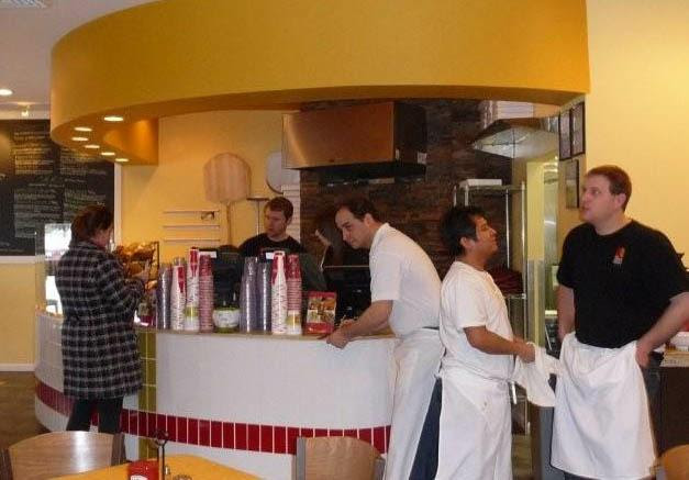 Upper Crust Pizza Grille interior HomeRome.com