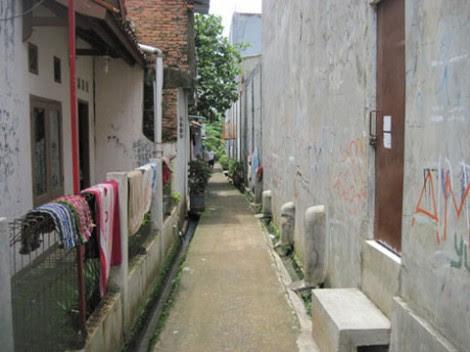 http://akumassa.org/wp-content/uploads/2010/04/gang-yang-menuju-kuburan2-470x352.jpg