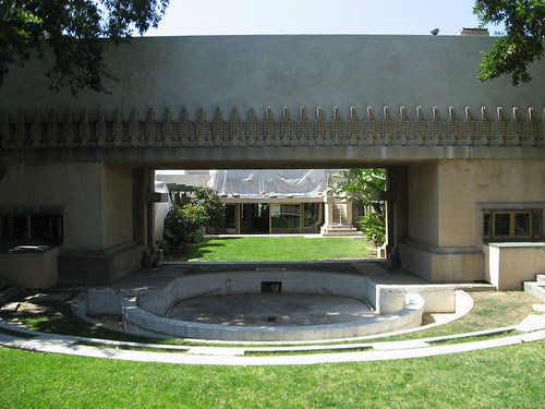 Hollyhock House, looking west into the courtyard