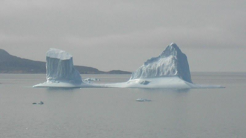 File:Iceberg drifting towards upernavik  2007-07-31.jpg