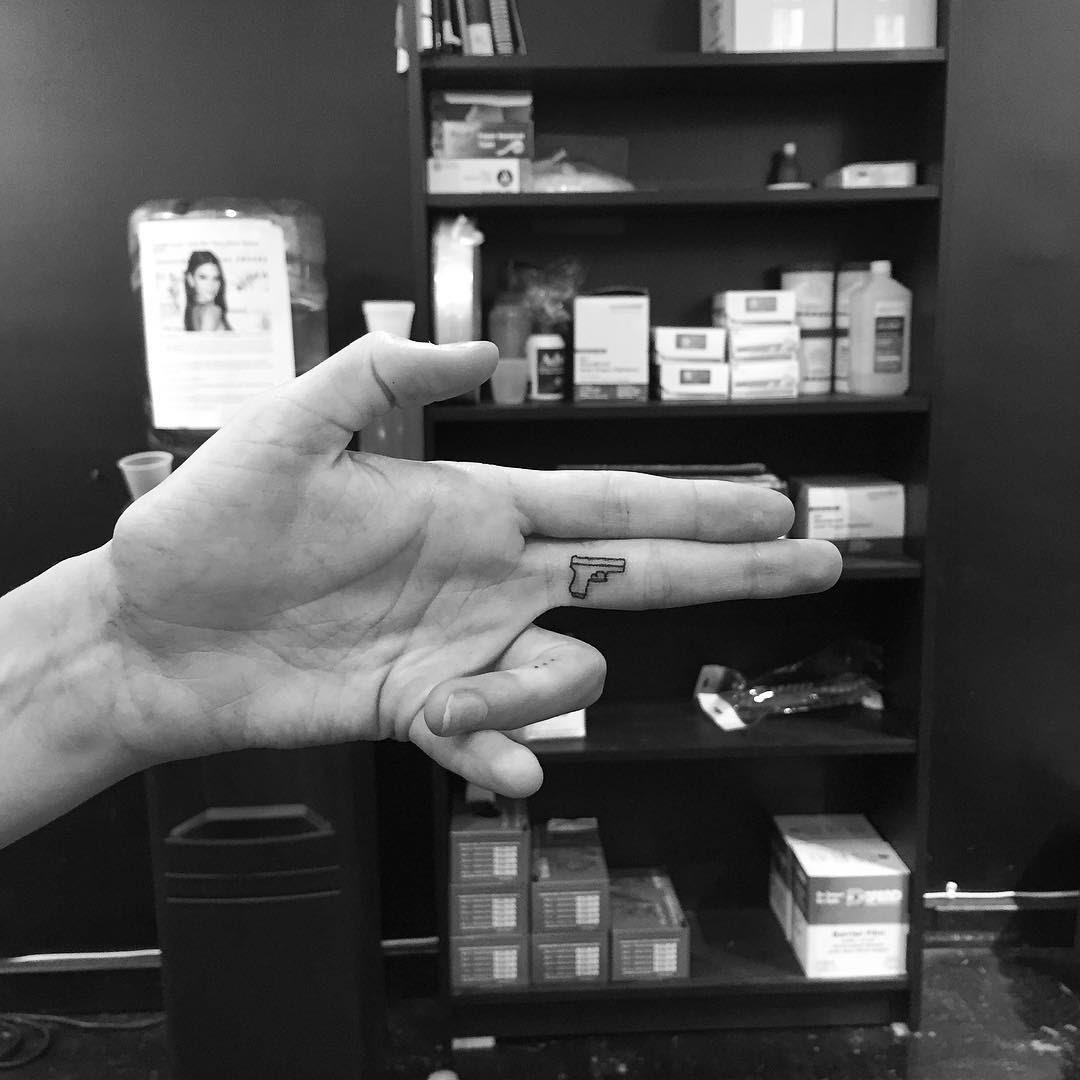 tatuajes-minimalistas-jonboy-west4tattoo (8)