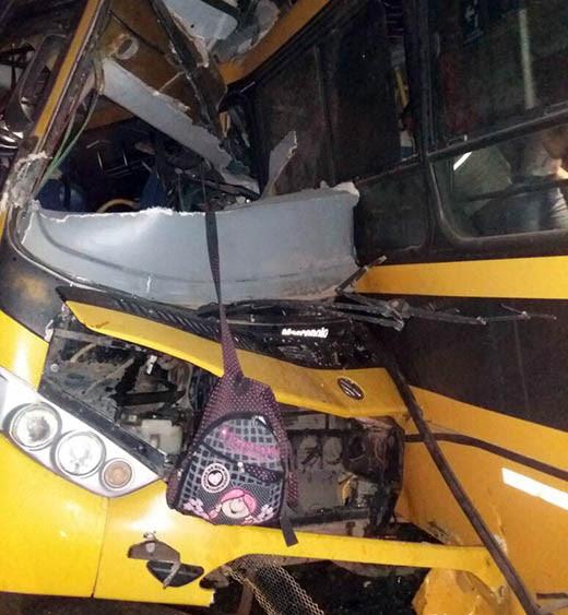 Dois ônibus que levavam universitários batem de frente em Junqueiro, Alagoas   Foto: Jair Santos/Arquivo pessoal
