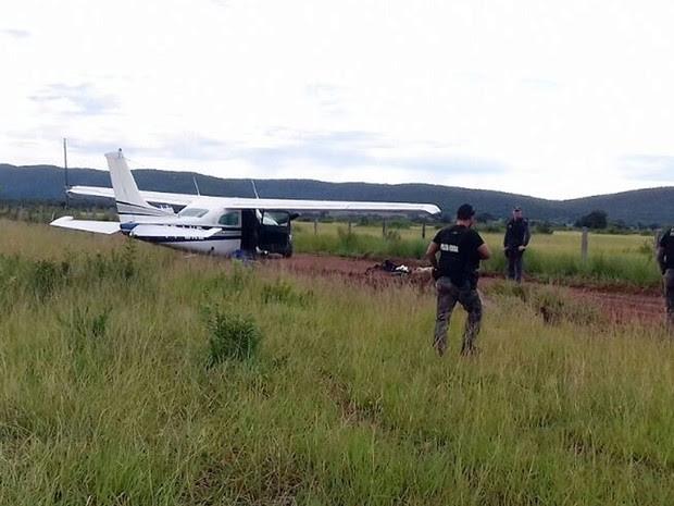 Avião que saiu da Bolívia com 300 kg de droga foi interceptado em Mato Grosso [2] (Foto: Ciopaer/Divulgação)