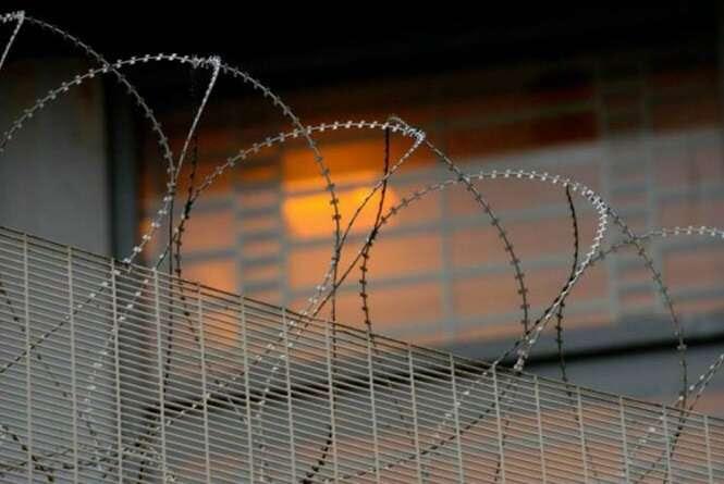 Mulher transexual é forçada a permanecer em prisão masculina apesar de ter sido repetidamente estuprada