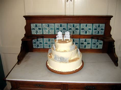 Wedding and Celebration Cakes: Beautiful Cakes from the
