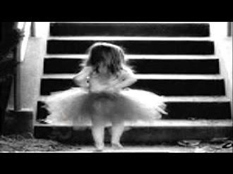 La niña de la escalera Creepypasta en español