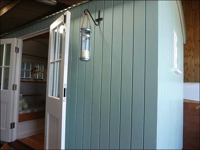 Shepherds hut in Farrow & Ball green blue
