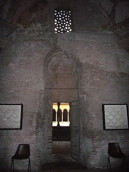 File:Celio - ss Quattro - cappella s Barbara 1070917.JPG