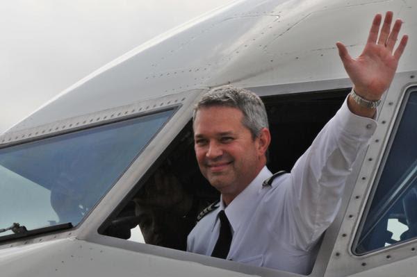 Capitán de la nave Boeing 737-800 de Caribbean Airlines, la aerolínea nacional de Trinidad y Tobago, a su llegada al Aeropuerto Internacional José Martí, Cuba, en su vuelo inaugural en la ruta Puerto España-La Habana, el 13 de enero de 2018. ACN FOTO/Omara García Mederos