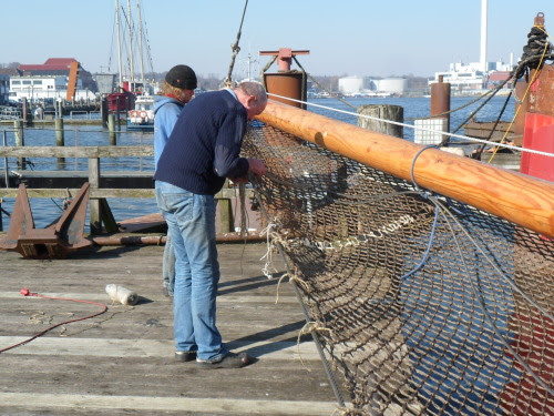 Fixing the new net under jib boom