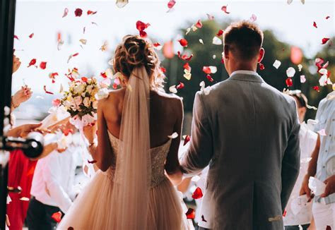 How Much Does a Wedding Officiant Cost? (2019 Prices
