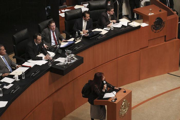 La Senadora Layda Sansores, acompañada de legisladores del PRD demandaron en la sesión ordinaria discutir el tema de los 43 normalistas de Ayotzinapa. Foto: Cuartoscuro