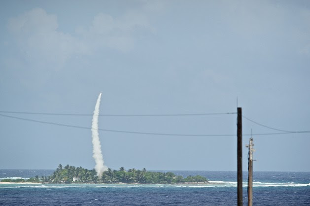 A Patriot interceptor missile is launched from Omelek Island Oct. 25, 2012 during a U.S. Missile Defense Agency integrated flight test. Credit: U.S. Navy