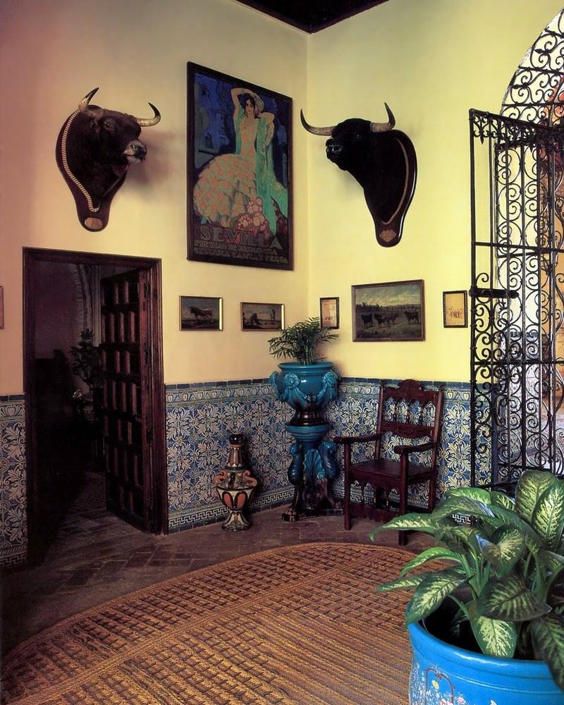 http://www.fotomusica.net/comunidad/fotos/Andalucia1/012lasduenasentradapatio.jpg