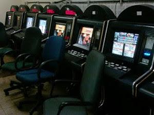 Foram apreendidas cerca 20 máquinas, 19 estavam em funcionamento (Foto: Ismael Silva/ Divulgação)