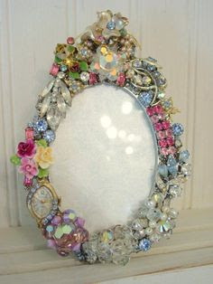 DIY:: Frame From Vintage Jewellery /// .... Click to see , MORE ideas too !  I want to do this to make a vanity area in the girl's room