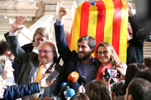 Catalan politicians Lluís Puig, Toni Comín and Meritxell Serret celebrating Belgium's decision of their extradition requests on May 16, 2018 (by Blanca Blay)