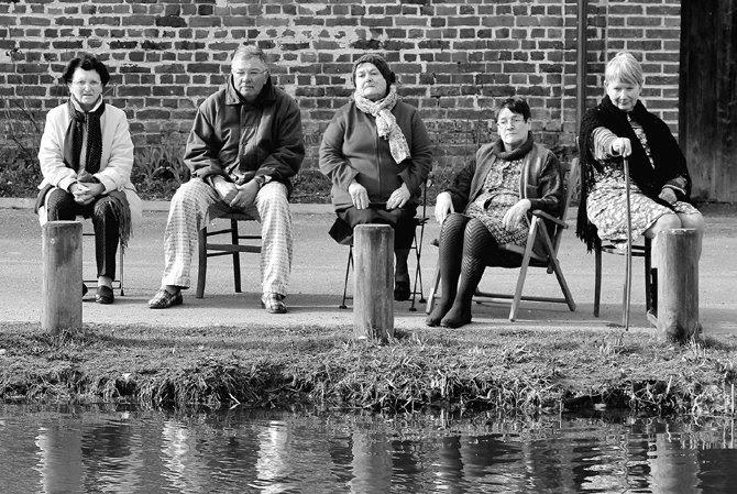 Crédit photo : Jean-Louis Bouché Légende photo : Les interprètes de Pas de pardon, devant l'objectif de Jean-Louis Bouché.