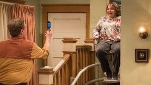 Roseanne Season 10 : Roseanne Gets the Chair