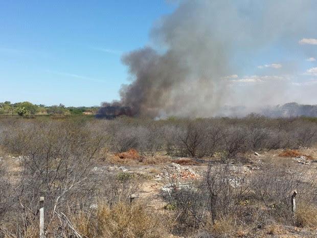 Incêndio na Vila dos ingás em Petrolina, PE (Foto: Isa Mendes/ TV Grande Rio)