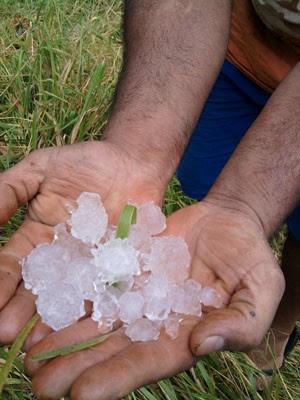 Chuva de 20 minutos deixou estragos em Itamogi (Foto: João Pergone / VC no G1)