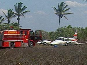 Após pouso forçado, Bombeiros estiveram no local (Foto: Reprodução/TV Paraíba)