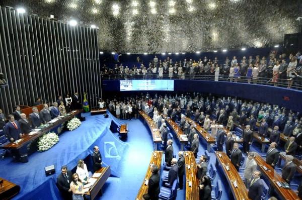 Alvaro Dias propõe reduzir número de senadores por estado