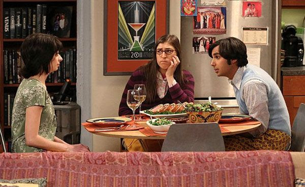 Amy Farrah Fowler (Mayim Bialik) watches as things start to go downhill during Lucy (Kate Micucci) and Raj's (Kunal Nayyar) date on THE BIG BANG THEORY.