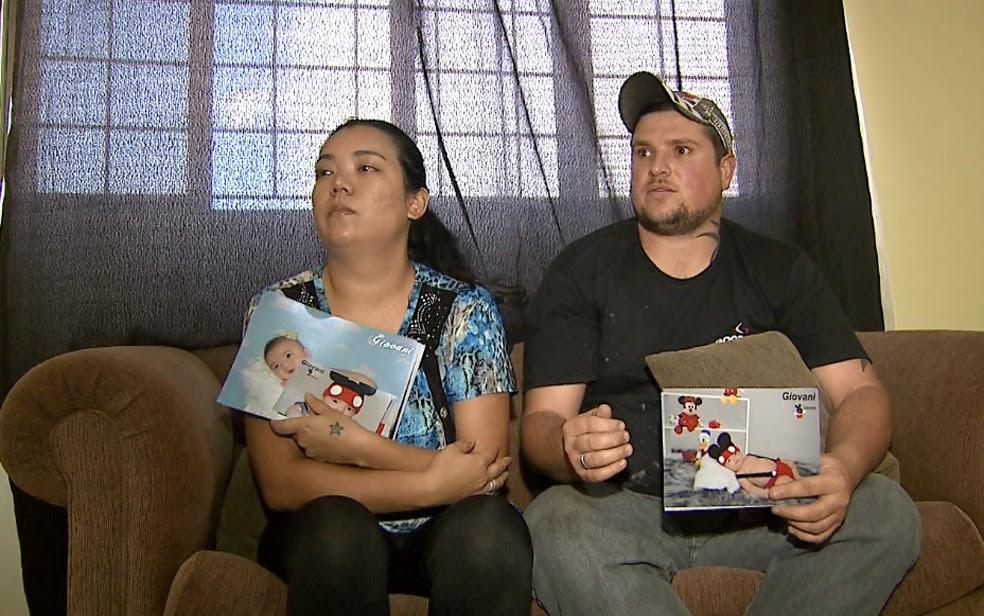 Sabrina Sakaue e Giordani Orsini, pais de Giovani, que morreu em Ribeirão Preto (Foto: Reprodução/EPTV)