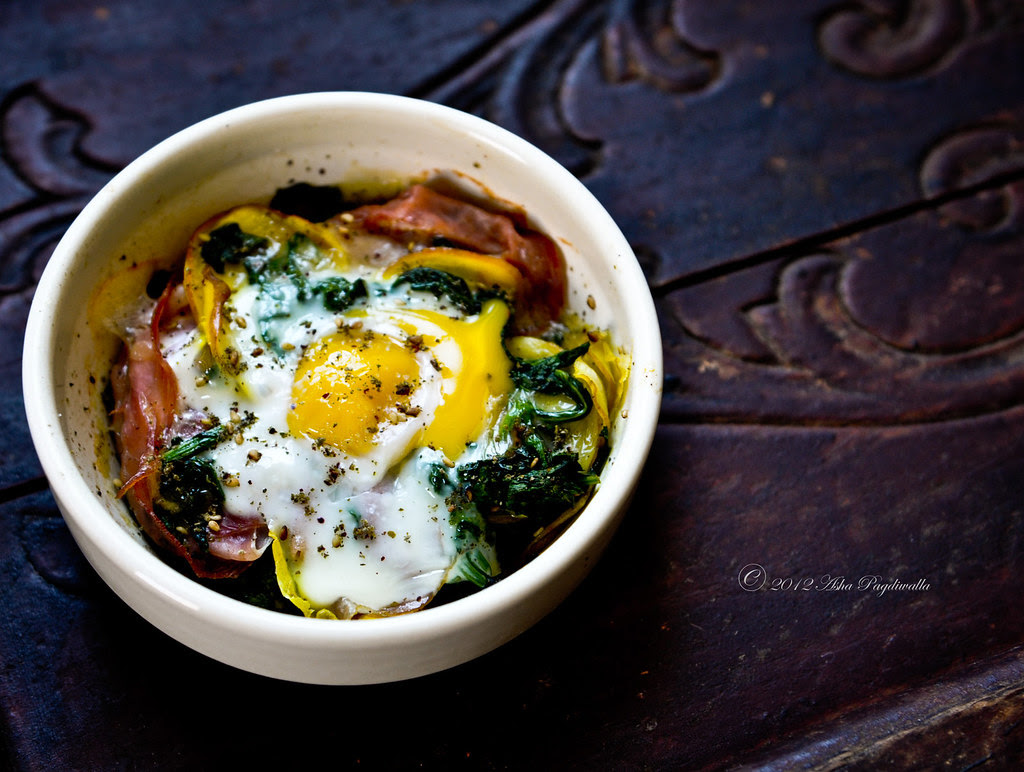Baked eggs - ham, yellow beets, spinach