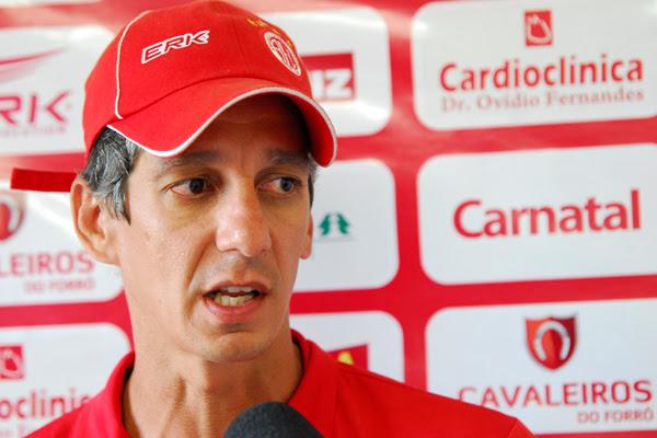 Preparador físico, Alexandre Irineu teve uma experiência rápida como técnico dirigindo o Fortaleza