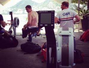 Britânicos fazem musculação na sede de remo do Flamengo (Foto: Instagram)