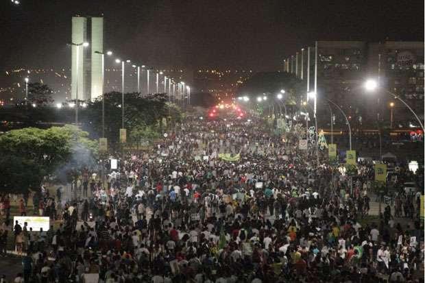 Protesto começou pacífico com cerca de 35 mil pessoas ( Viola Júnior/Esp. CB/D.A Press)