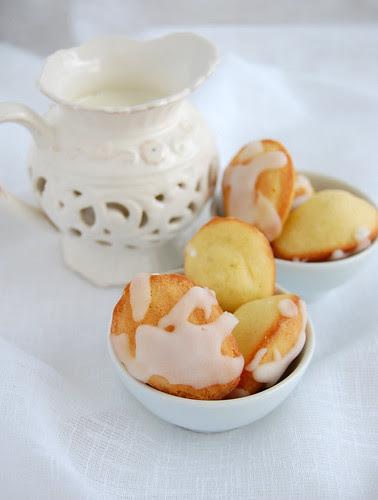 Lemon glazed madeleines / Madeleines de limão siciliano com casquinha açucarada