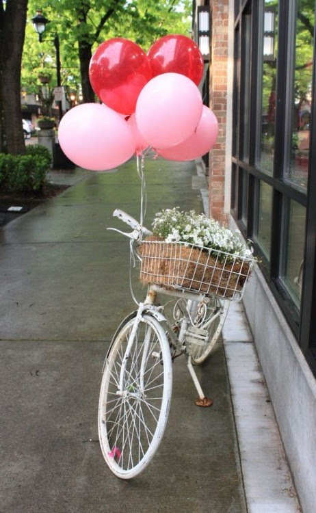pretty bike & balloons